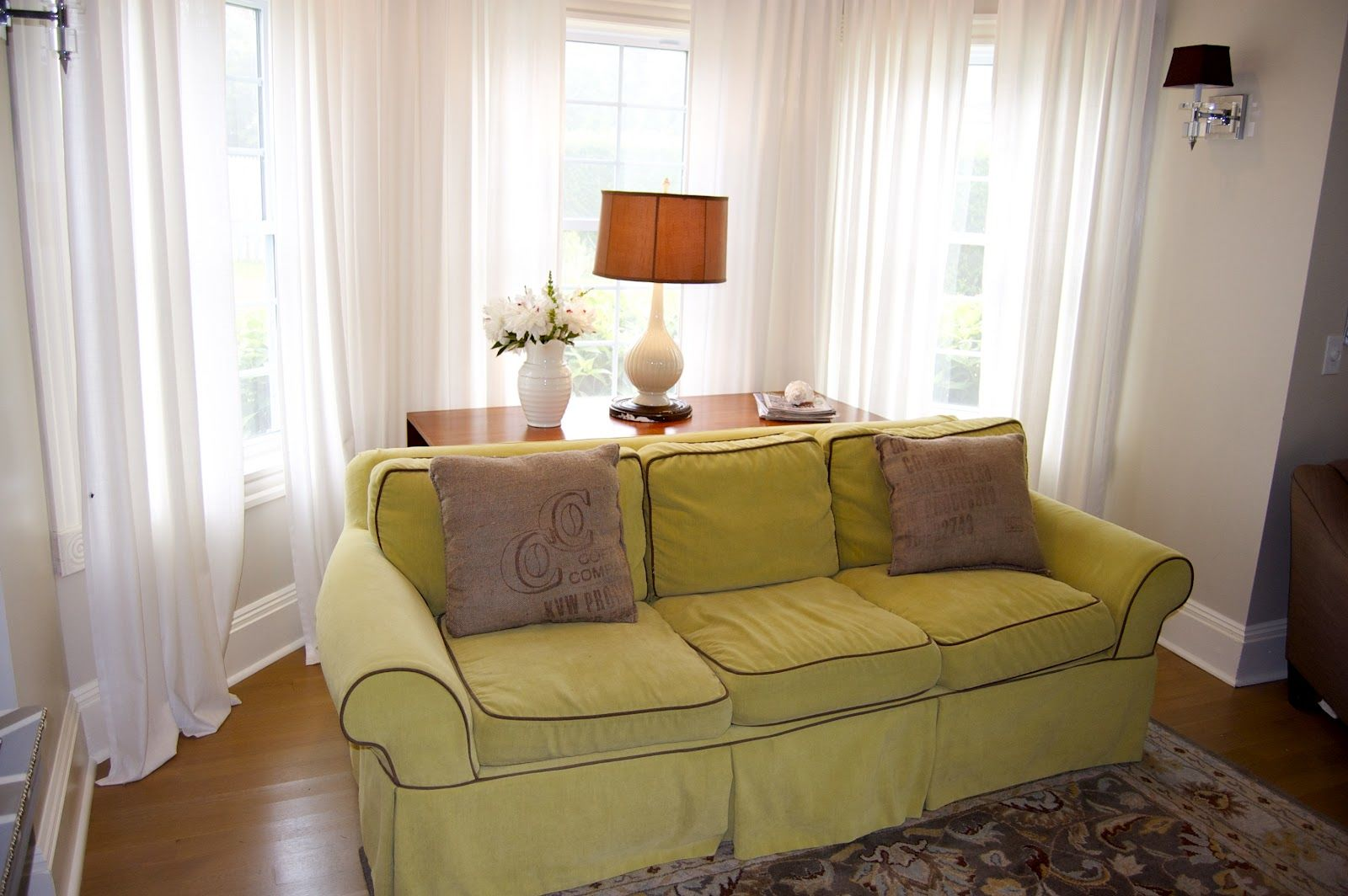 luxury bay window sofa concept-Contemporary Bay Window sofa Decoration